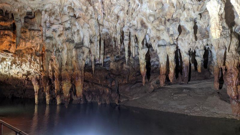 stalaktites-sphlaia-Ellada